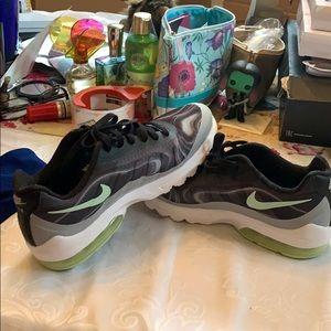 Ladies Nike Tennis Shoes sz 7.5